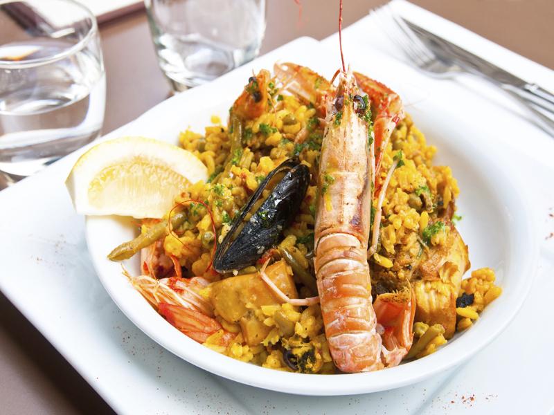 Paella aux fruits de mer.