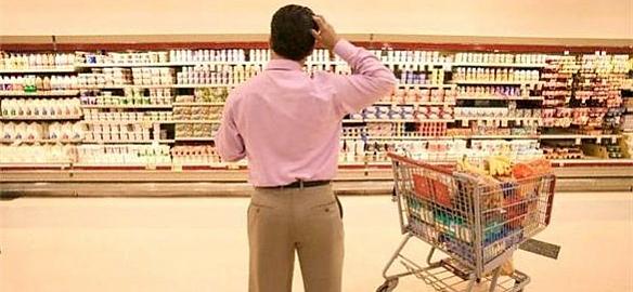 Los consumidores se fijan en el precio de los productos a la hora de elegir supermercado